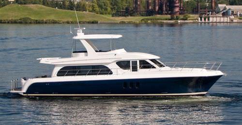 luxury yacht flybridge motoryacht