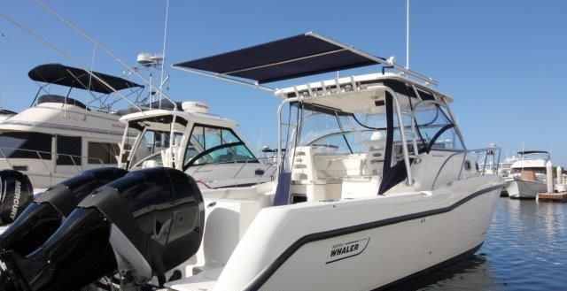 30' Boston Whaler 305 Conquest 2006
