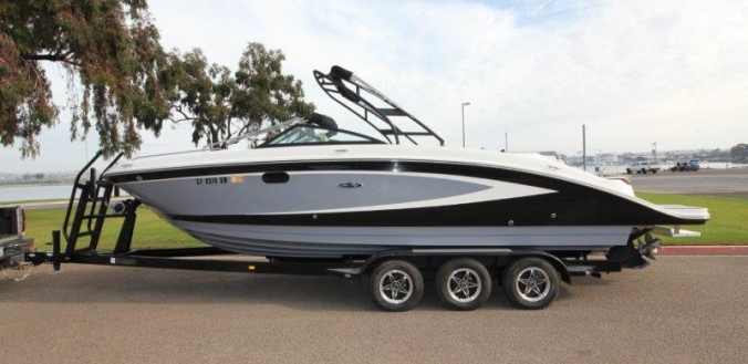 27' Sea Ray 270 Sundeck 2016
